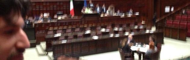 Camera, governo assente: seduta sospesa. Proteste M5S e Pd, scuse di Franceschini