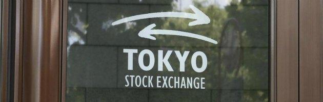 Borse, Tokyo crolla a -6,35%. Piazza Affari incerta, apre a -1,5% e vira in positivo