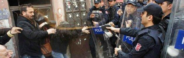 """Scontri in Turchia, una vittima a Istanbul. Usa: """"Evitare le violenze"""""""
