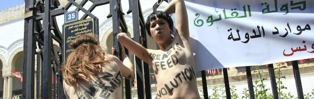 """Femen, attiviste condannate a 4 mesi in Tunisia: """"Reato contro il buon costume"""""""