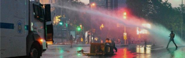 "Turchia, i manifestanti anti-Erdogan restano a Gezi Park: ""Contro ogni ingiustizia"""