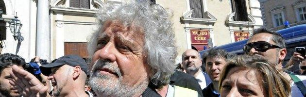 """Grillo: """"Berlusconi è già condannato, ma tenuto in vita dal Pd"""""""