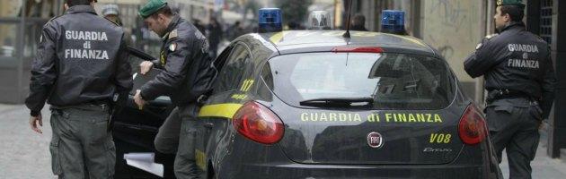 Fiumicino, sospesi due finanzieri per il pestaggio di un extracomunitario arrestato
