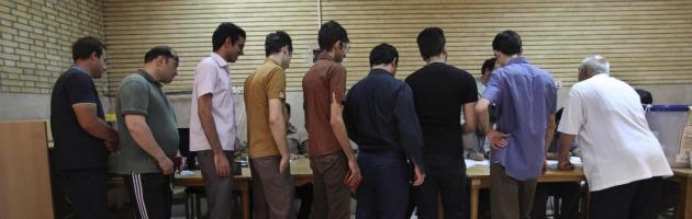 Elezioni in Iran. In testa il riformista Rohani