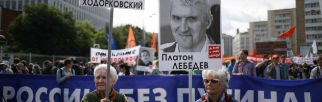 """Russia, migliaia in piazza per un Paese senza Putin: """"Liberate i prigionieri"""""""