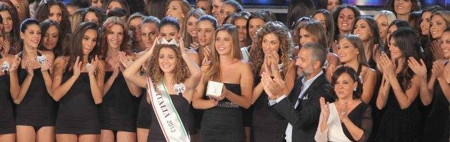 Miss Italia, ex stilista ora sacerdote incorona finalista provinciale ad Avellino