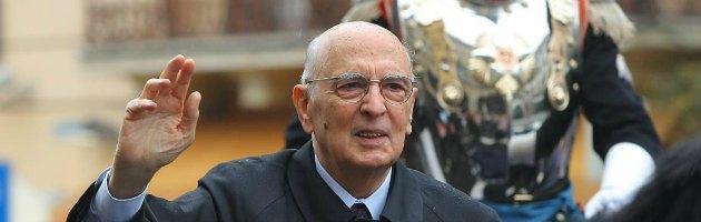 """Napolitano: """"Governo avanti per la sopravvivenza istituzionale del Paese"""""""