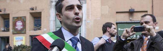 """Parma, scontro tra il sindaco Pizzarotti e i commercianti: """"C'è crisi? Non collaborate"""""""