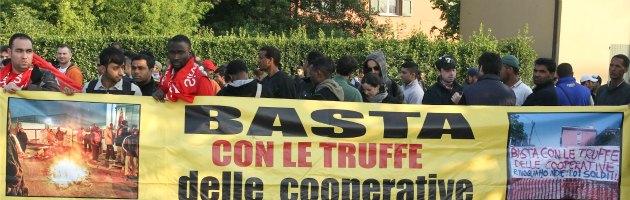 """Bologna, 400 facchini in sciopero contro la Granarolo: """"Basta sfruttamento"""""""