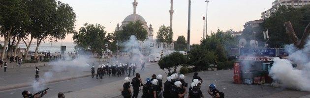 Turchia, scontri in tutto il Paese. I morti salgono a tre