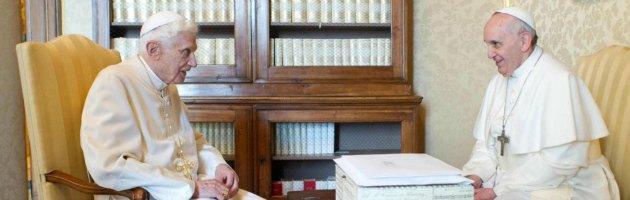 """Papa Francesco, prima enciclica firmata con Ratzinger sulla """"luce della fede"""""""