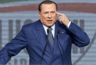 Berlusconi firma contro sue stesse leggi Sì a marijuana, no a reato clandestinità