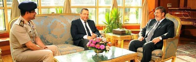 """Egitto, il Paese tra golpe e caos. Ma """"l'esercito Spa"""" non conosce crisi"""