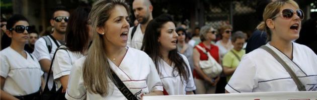 Grecia, ministro della Salute preso a pugni. Visitava ospedale che rischia di chiudere