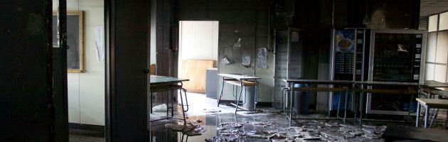 """Roma, incendio doloso al liceo Socrate. Marino: """"E' un crimine contro la città"""""""