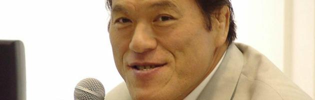 Elezioni Giappone, Abe trionfa e punta a cambiare la Carta. Inoki in Parlamento