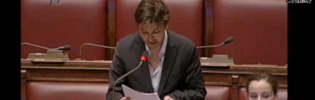 "Deputato M5S fatica a leggere, ""sfottò"" in Aula. Ma è malato di sclerosi multipla"