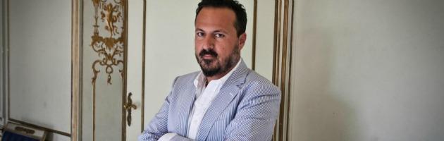 """Sanremo, il sindaco Zoccarato sotto accusa: """"Ha dato un calcio a un clochard"""""""