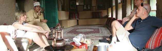 """Guida turistica in Oman: """"Qui stipendio doppio di Roma, dove non c'è merito"""""""