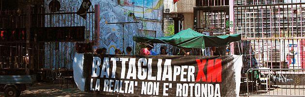 Bologna, una rotonda al posto del centro sociale Xm24