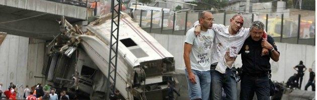 """Spagna, treno deraglia a Santiago. """"Almeno 78 morti"""": c'è anche italiano"""