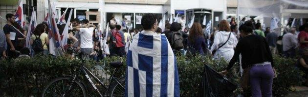 Grecia, scontri all'università e sciopero generale. Troika, sì al maxiprestito