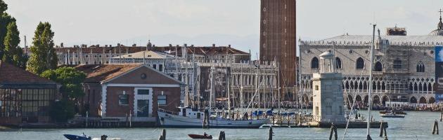 Venezia, crociera sbanda e sfiora la riva a pochi metri da piazza San Marco