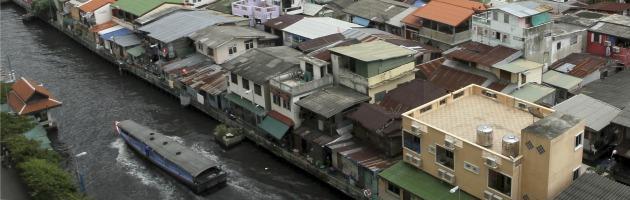 Bangkok, due turisti italiani sequestrati da poliziotti. Liberi, arrestati gli agenti
