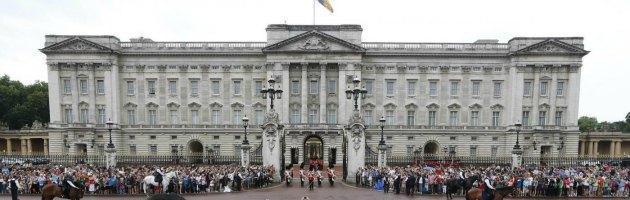 Uk, precariato selvaggio a Buckingham Palace: proteste dei sindacati