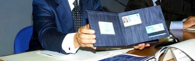 Carta d'identità elettronica, l'Olanda non la riconosce: due italiani in cella
