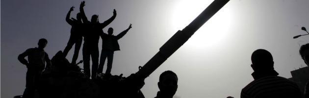 """Egitto, scarcerazione per Mubarak: """"Riavrà gradi militari"""". 25 poliziotti uccisi nel Sinai"""