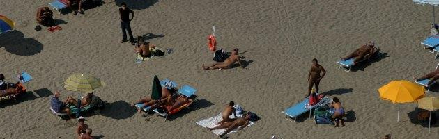 """Ravenna, la guerra dei nudisti: """"Regole contro di noi alla spiaggia Bassona"""""""