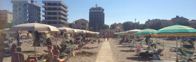 Riviera Adriatica, crisi economica: il 40 per cento dei turisti sceglie la spiaggia libera
