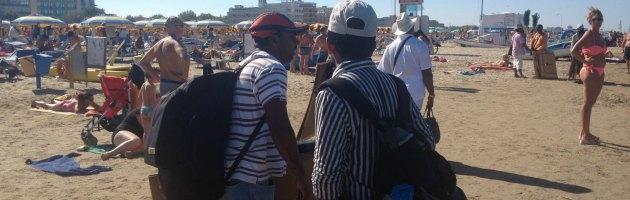 Rimini, dopo manifestazioni e ronde, sindaco e prefetto incontrano gli ambulanti