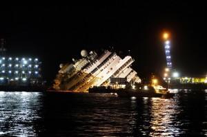 Costa Concordia in notturna