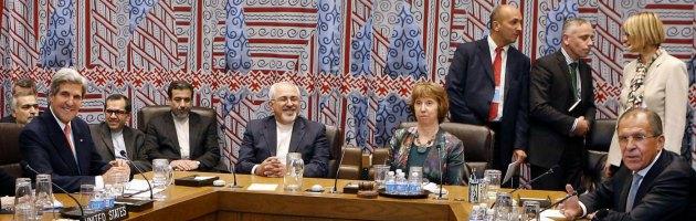 """Nucleare, Usa e Iran cercano un accordo. """"Positivo"""" l'incontro tra Kerry e Zarif"""