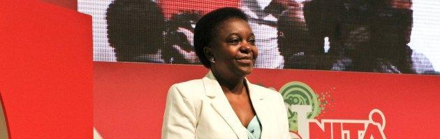 """Bologna accoglie il ministro Kyenge. I militanti Pd: """"L'Italia è un Paese razzista"""""""
