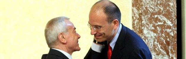 """Governo, Letta al Pdl: """"Chiarimento o lascio"""". Ma in Cdm salta il decreto Iva"""