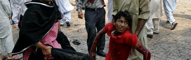 """Pakistan, attentato in una chiesa cristiana: """"Il numero di vittime sale a 81"""""""