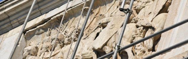 Roma, 40 sorveglianti senza stipendio sull'Arco di Costantino per protesta