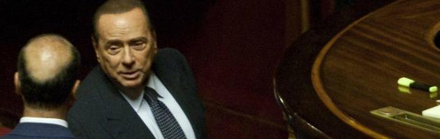 """Berlusconi, l'ultimo ricatto è un bluff: """"Governo giù prima del voto in giunta"""""""