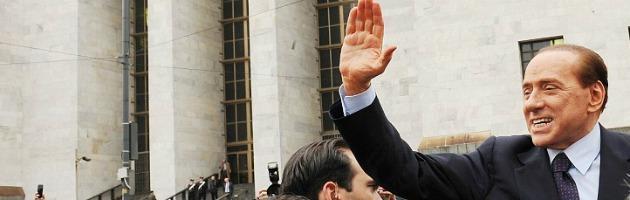 Pdl, ok per acclamazione a dimissioni parlamentari se Berlusconi decade