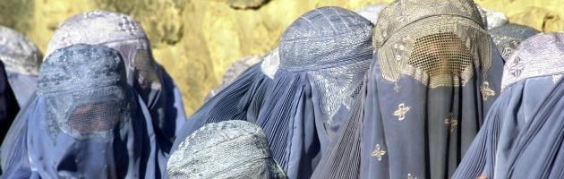 Canton Ticino, referendum sul burqa: vincono i sì. Vietato il velo integrale