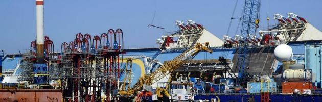 Costa Concordia sarà raddrizzata? Sì, ma resterà al Giglio almeno fino al 2014