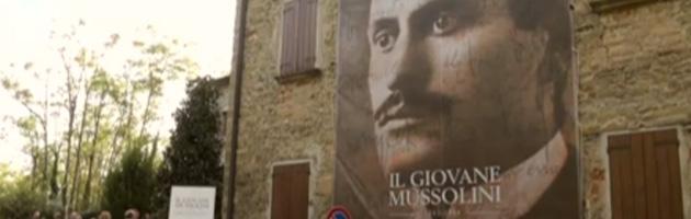 """""""Basta gadget fascisti"""". Sindaco Pd inaugura prima mostra su Mussolini"""