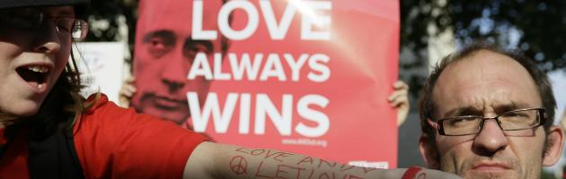 Russia, una norma per revocare l'affidamento dei figli ai genitori gay