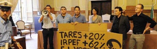 """Imola, opposizione occupa il Comune: """"Aumento Irpef e Tares senza consultarci"""""""