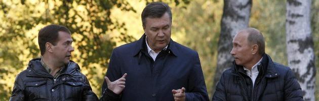 """Ucraina sceglie Bruxelles e molla la Russia. Che minaccia: """"Farà la fine della Grecia"""""""