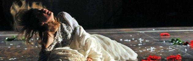 Bella addormentata gay nello spettacolo per bambini. Proteste Pdl
