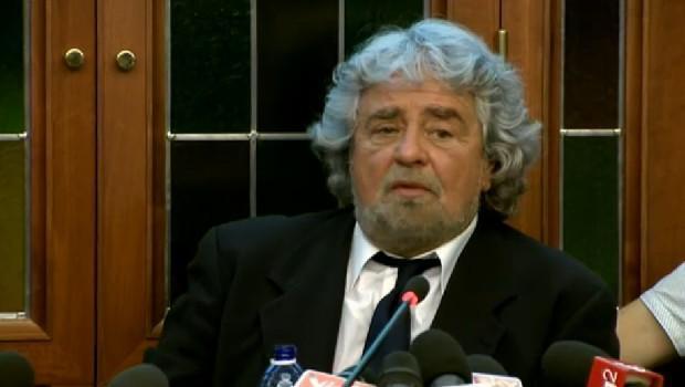 """Servizio Pubblico, Beppe Grillo: """"Il signor Napolitano: furbo e scaltro"""""""
